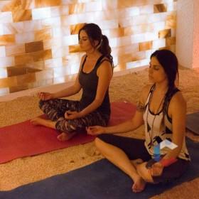 Йога в соляной комнате