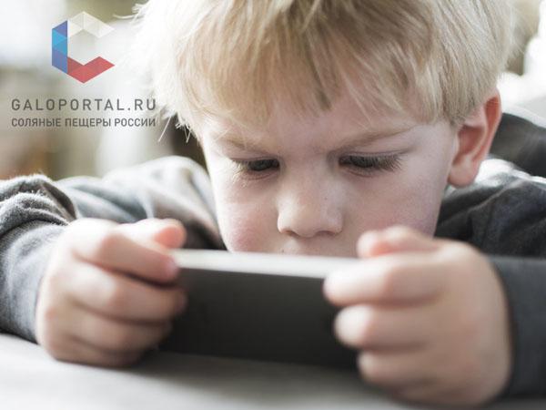 Смартфоны повышают риск развития сходящегося косоглазия у детей и подростков