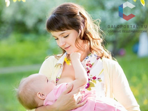 Кормление грудью как защита женского организма