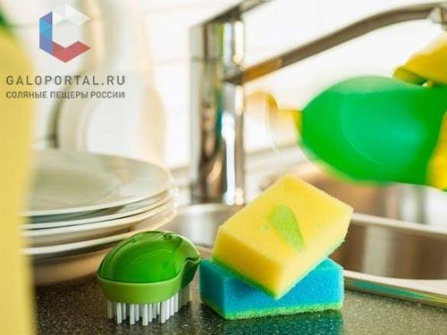 Губки и кухонные щетки